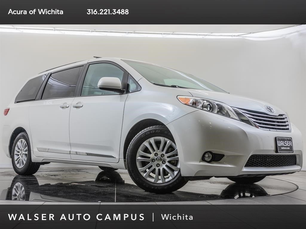 Pre-Owned 2016 Toyota Sienna XLE 7-Passenger
